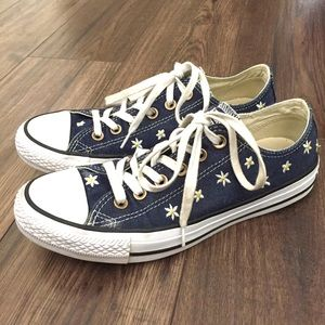 Converse Daisy Embroidered Size 7.5